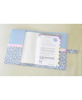 Protège carnet de santé rigide personnalisé - Fleurs bleues - Cadeau de naissance fille personnalisé