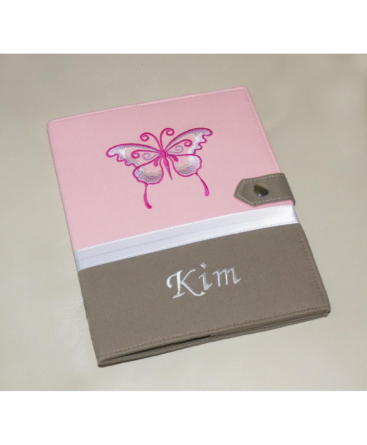 Protège carnet de santé rigide personnalisé rose et taupe - thème papillon - Cadeau de naissance fille personnalisé